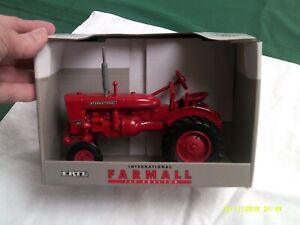 NIB ERTL International Farmall 140 Tractor-1:16 scale