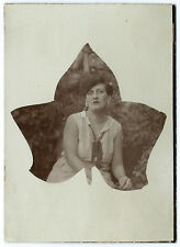 photographie snap shot femme feuille platane vers 1930 photo amateur