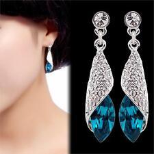 Hochwertige lange Ohrringe mit weiße Strass und mit buntem Kristall, Silber