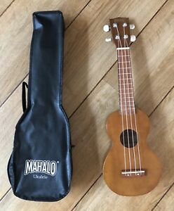 Mahalo Natural Ukulele With Aquila Strings