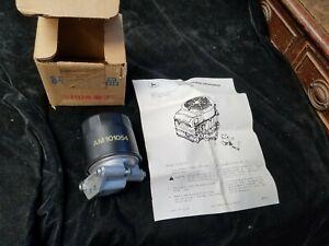 John Deere OEM Original Manufacture M89619 AM101001 Oil Filter Assembly & Filter