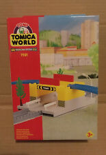 TOMY Train Trackmaster Tomica World - Road Rail Tunnel Intersection 7521 BOXED