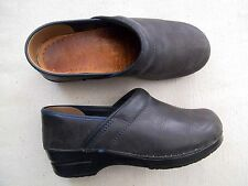 Ladies Grey Oiled Leather Dansko Clogs Heels Shoes size 37 7 patent 0080240