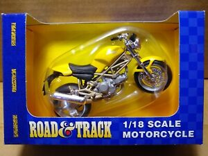 MAISTO Road & Track - 1/18 Scale Motorcycle Yellow Ducati 900 Monster Diecast