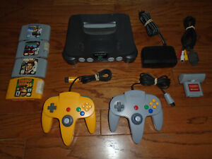 Nintendo 64 console with memory expansion pak, 2 controllers Donkey Kong 007 N64