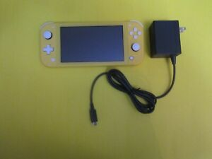 Nintendo Switch Lite Console - Yellow [Canada Only]
