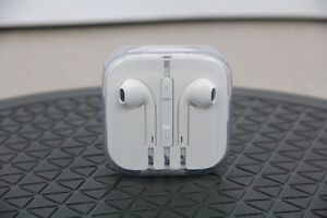 Genuine Apple Ear Buds iPod iPhone iPad Earphones with Case White 3.5mm