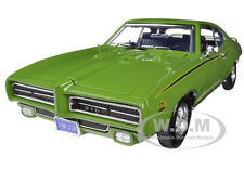 1969 PONTIAC GTO JUDGE GREEN 1/18 DIECAST MODEL CAR BY MOTORMAX 73133