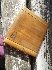 Ancienne boite en bois à cigarette  à système monogramme ML