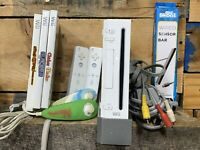 Nintendo Wii RVL-001 (Gamecube Compatible) White Console Bundle w/ 3 Games