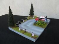 DIORAMA 2 PARTIES VEHICULES 1/43 EPINGLE A CHEVEUX L 25,5 cm X l 20 cm