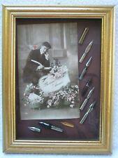 Ancien tableau Carte postale Ancienne avec 9 Plumes le tous sous verre / signé