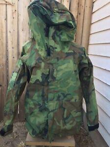 US Military Parka Cold Weather Woodland Green Camo Jacket Hood USA - L Large