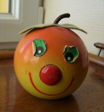 Ancienne tirelire pomme en bois FMF, sans sa clef..