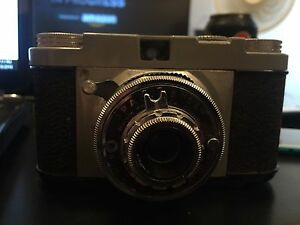 """Herold Products Co Spartus """"35"""" Camera"""