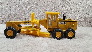 Vtg ERTL 1:50 Scale Diecast John Deere 772 CH Road Grader Equipment Yellow