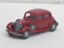 MERCEDES-BENZ 260 D in rosso rubino, volante integrato, O. OVP, Wiking, 1:87