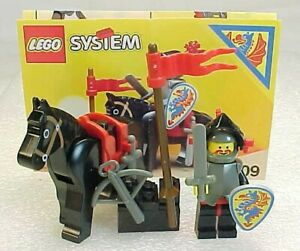 LEGO 6009  BLACK KNIGHT & HORSE  Set Castle Knights Complete w/ Instructions