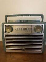 Vintage RCA VICTOR GLOBETROTTER Broadcast Receiver Radio Model 7-BX-8L