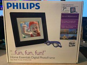 Philips Home Essentials Digital LCD Photo Frame 7 Inch Black Frame SPF3007D/G7
