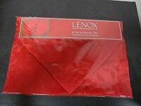 Lenox 8 Piece Dining Set~Red Holly Damask~4-Placemats & 4-Napkins NEW SEALED