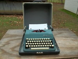 Vintage 1950's Underwood Leader Manual Portable Typewriter W/Hard Case Green