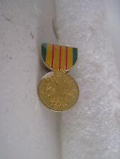 Vietnam  Medal    lapel pin (x990)
