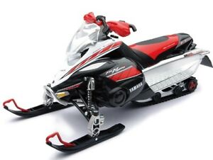 New Ray Toys 1:12 Scale Snowmobile Red/White Yamaha FX Nytro Snowmobile 42893A