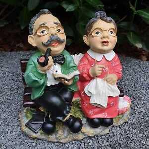 Oma und Opa sitzen auf eine Bank 25 cm wetterfeste Gartenfigur Oma Figur