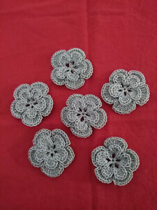 Lot de 6 fleurs au crochet en coton mercerisé , 3,5 cm , grise.