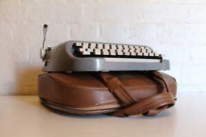 ROYAL ROYALITE Portable Typewriter - Manual -  Original Royal Leather Case!