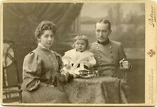Żołnierz z rodziną- Atelier C. Pietzner Wien...Kabinettfoto