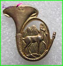 Pin's Badge pin COR DE CHASSE 22 Animal Une Biche jeune Cerf Chamois  #865