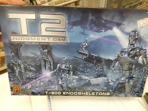 1/32 scale plastic model kit by Pegasus hobbies   T-800 Endoskeletons
