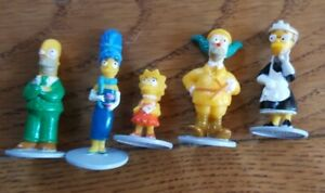 2002 THE SIMPSONS CLUE GAME, 5 TOKENS/ MOVERS REPLACEMENT PARTS FREE SHIPPING!