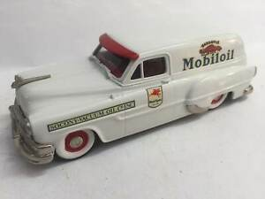 Brooklin Models Pontiac Sedan Delivery Mobiloil 1:43 Diecast Usado