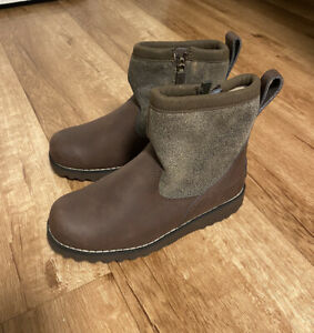 UGG Boys Winter Boots Brown Leather Wool Waterproof US Size 1