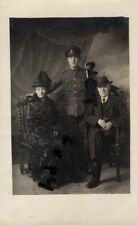 WW1 soldier Royal Artillery with Parents in mourning ?