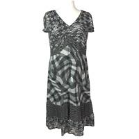 M&S Per Una Ladies Grey Print Chiffon Dress Size 18R V-Neck Cap Sleeve Geometric