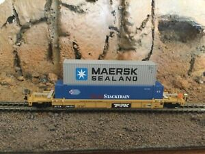 N Scale Walthers thrall husky stack well car w/containers TRAILER TRAIN mtl cplr
