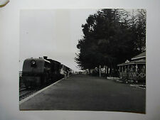 "KEN03 9"" x 7"" EAST AFRICAN RAILWAYS Loco No6013 Photo - TIMBOROA Station KENYA"