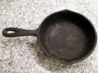 VINTAGE BLACK CAST IRON SKILLET FRY PAN No. 3 DOUBLE SPOUT 6 5/8 IN. USA