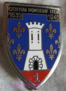 IN16225 - INSIGNE 1° Régiment de Cuirassiers, porte noire, guilloché, matriculé