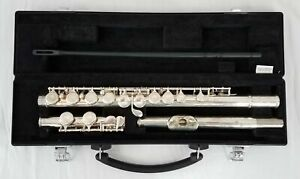 Yamaha 221 Flute With Case and Cleaning Rod