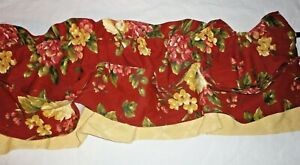 WAVERLY FLORAL MANOR BOUQUET RED FLORAL & GOLD (1PC) TUCK VALANCE 17 X 72