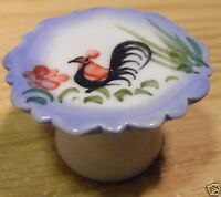 1:12 Scale Cockerel Ceramic Cake Stand Dolls House Kitchen Food Accessory C33a