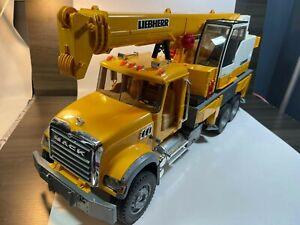 Bruder 1:16 59cm Mack Granite Liebherr Construction Crane Truck 1:16 Pls read