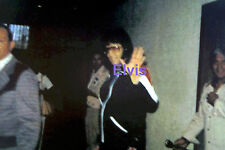 ELVIS PRESLEY SMILING IN SWEATSUIT WAVING HUNTSVILLE AL 9/7/76 PHOTO CANDID