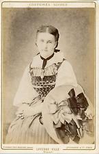 Suisse, Femme en Costume Traditionnel, Costume d'Epoque  Vintage albumin pr