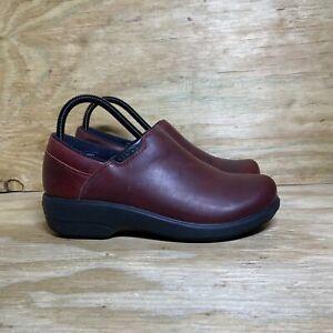 Crocs Work Shoes Clogs, Women's Size 8, Red / Black
